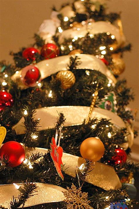 decorating simple ways to give your home christmas cheer
