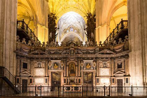 voli interni spagna interno della cattedrale di siviglia andalusia spagna