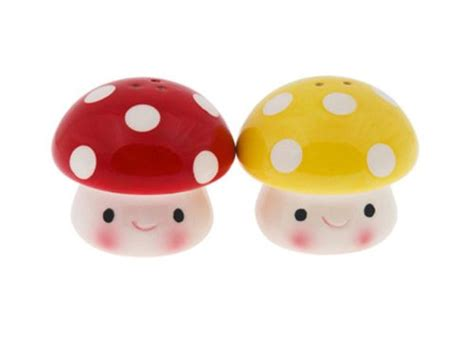 cool salt pepper shakers which look like mushrooms mushroom salt pepper shakers cool kitchen gifts