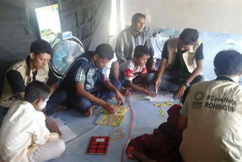 Tenda Anak Lokal anak anak pengungsi rohingya belajar di tenda pengungsian