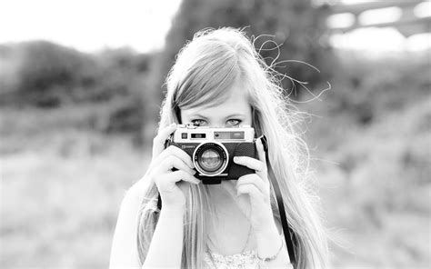 wallpaper camera girl girl with camera black and white photo wallpapers and