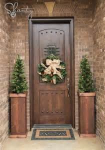front door decor 38 stunning christmas front door d 233 cor ideas digsdigs