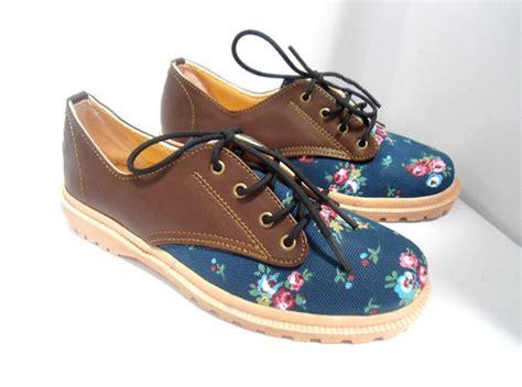 Sepatu Kets Slip On Wanita Flower sepatu wanita kets floral docmart grosimart