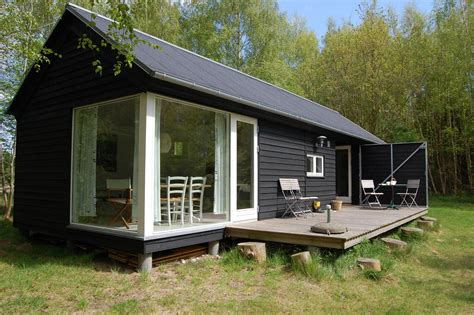 prefab cabins l 230 ngehuset a modular holiday house by m 248 n huset