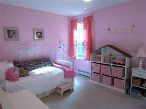 gestell hinter bett rosa kinderzimmer gestalten ruhe und sanftheit ausstrahlen