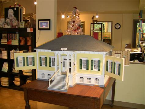 house of dolls visitor center