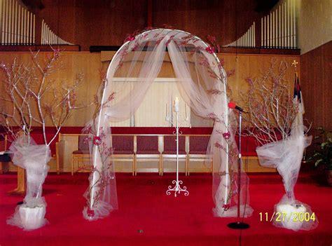detroit michigan wedding planner decorating the church