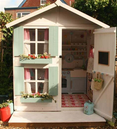 Playhouse Decor by Best 25 Painted Playhouse Ideas On