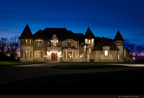realtor custom homes real estate broker chicago