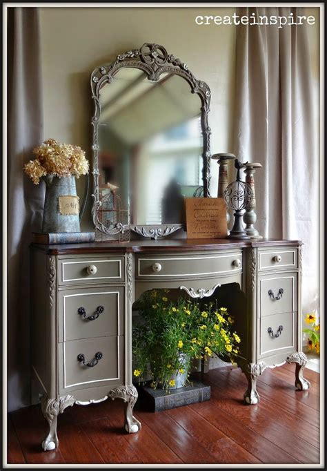 Painted Bedroom Vanity Ideas by 25 Best Ideas About Painted Desks On