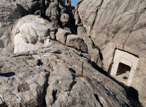 mount rushmore secret chamber secret room found on mount rushmore behind giant sculpture of braham lincoln daily star