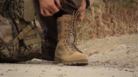 Boot R 011 11 5 11 evo 8in desert side zip boot demonstration