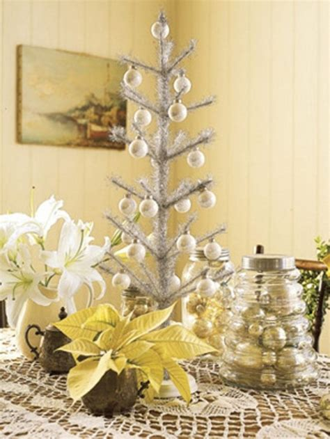 40 traditional christmas decorations digsdigs 30 traditional and unusual christmas tree d 233 cor ideas