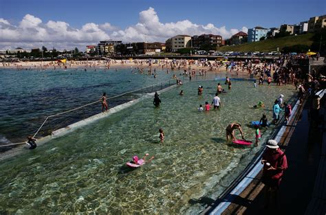 how australians celebrate christmas australians celebrate at bondi zimbio