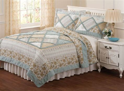 country style bedspreads and quilts pin by marci louthan on master bedroom decor