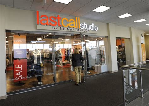 Plus Size Elisabeth Stores Closing by Neiman Trying Out Plus Size Departments At Its