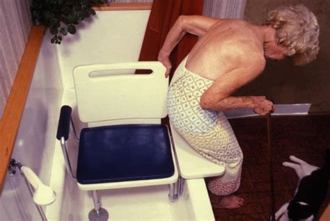 bathtub seats elderly file bathtub balance seat jpg wikimedia commons