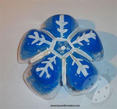 lavori con bicchieri di plastica fiocchi di neve con bottiglie di plastica lavoretti creativi