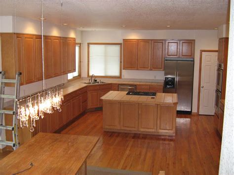 kitchen countertop ideas with oak cabinets oak cabinets natural oak flooring 6x6 tile