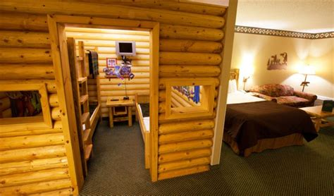 great wolf lodge bedrooms great wolf lodge sandusky compare deals