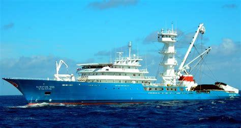 imagenes de barcos atuneros atunero congelador albatun dos