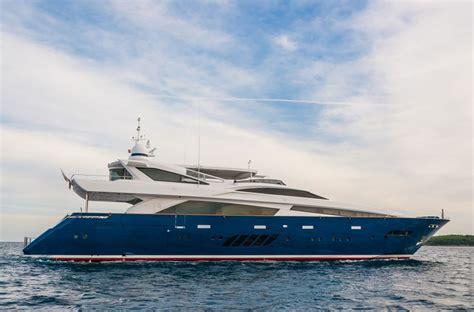 Sale Mukena Bali Laras rossinavi 39m lara i deckplans arcon yachts