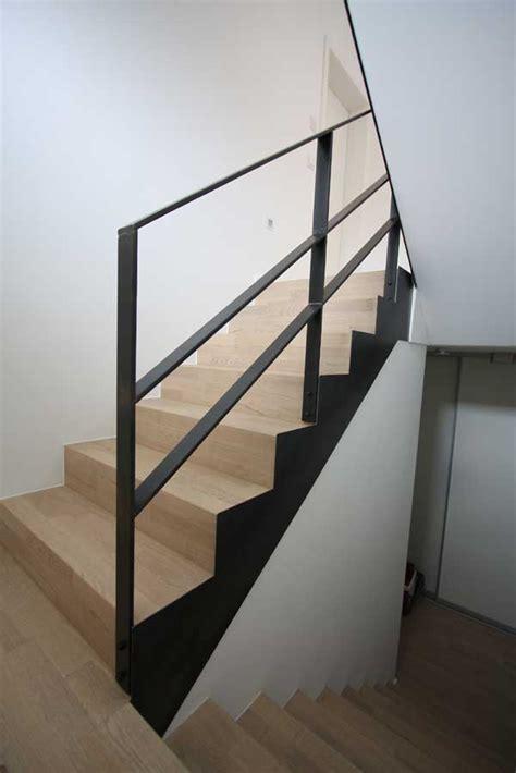 treppengeländer verkleidung wangenverkleidung einer treppe aus 3mm klar lackiertem
