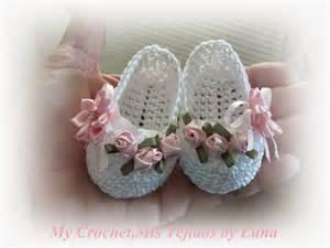 Baby booties for a baby girl zapatitos para una bebe recien nacida