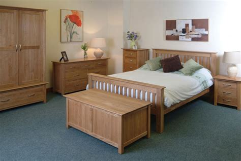 Decorating Ideas For Bedrooms With Oak Furniture Oak Bedroom Furniture At The Galleria