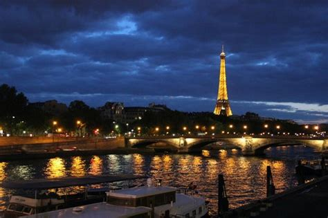 bateau mouche traduzione in italiano seine and eiffel tower by night foto di la senna parigi