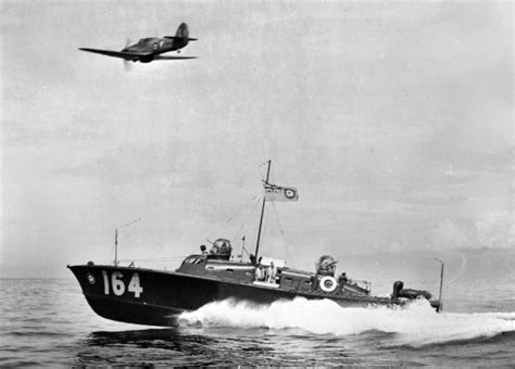 63 foot air sea rescue boats file hsl 164 with raf hurricane off colombo c1943 jpg