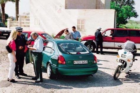 Versicherung Für Auto Im Ausland by Wenn S Im Urlaub Kracht Autobild De