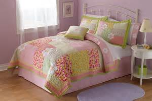 bedding quilt set in and with