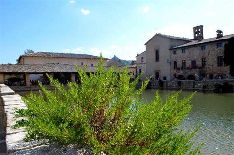 bagno vignoni san quirico d orcia reiseinformationen italien und vatikan