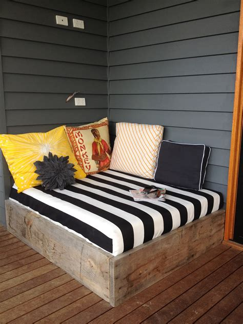 Diy Day Bed by Apprentice Extrovert Diy Outdoor Day Bed Reveal