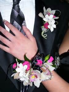 Wrist Corsage For Prom Prom Fashion How To Choose A Prom Corsage 171 Color And Fashion