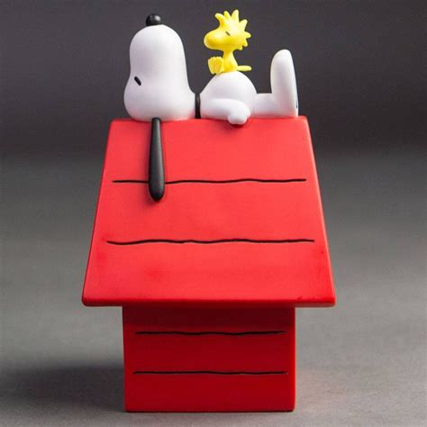 snoopy and dog house medicom peanuts vcd snoopy with wood stock and dog house figure white red