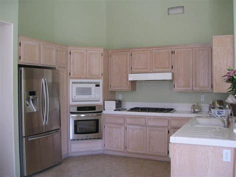 kitchen wall color with oak cabinets can you stain oak cabinets a darker color