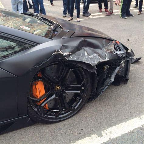 lamborghini veneno crash lamborghini crash aventador catapulted into the air