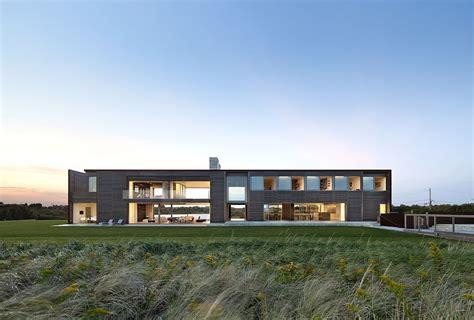 dramatic modern house by site dramatic sagaponack residence by bates masi architects