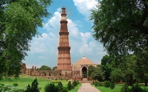qutub minar biography in hindi 20 famous historical places in india that you can t miss