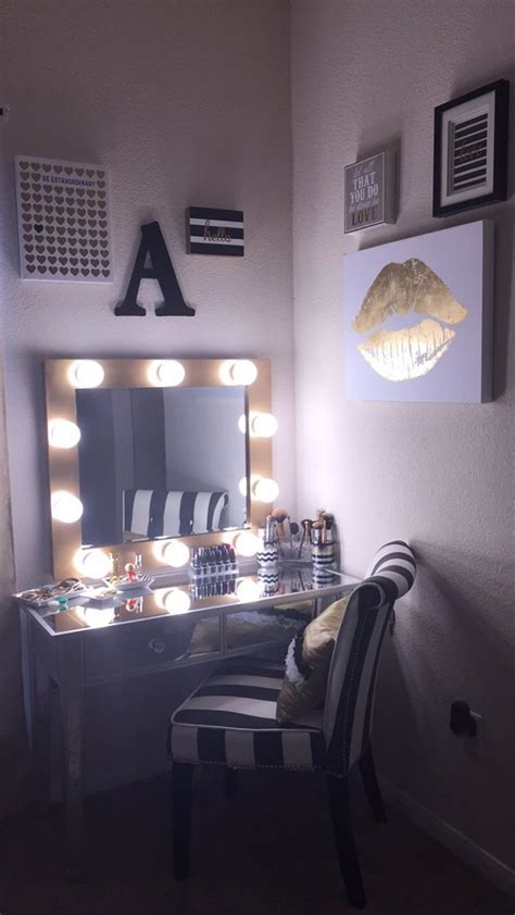 Bedroom Vanity With Mirror And Lights by Bedroom Vanity Set With Lights Around Mirror 18 Gongetech