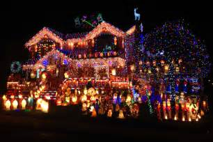 best holiday light show queens family competes for best christmas lights in nation