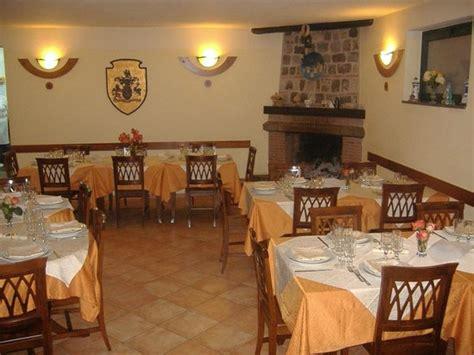 sala camini sala camino ristorante foto di la locanda di romeo
