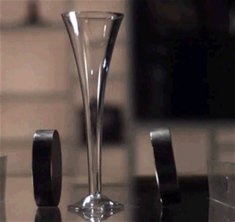 Magnet gif find amp share on giphy