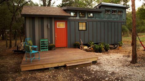 Tiny House Nation Tiny House Tour World Traveler S Home Fyi Network Tiny House Nation