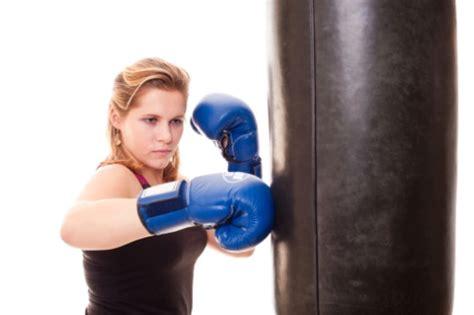 allenamento boxe a casa come allenarsi a casa con il sacco da boxe ilfitness