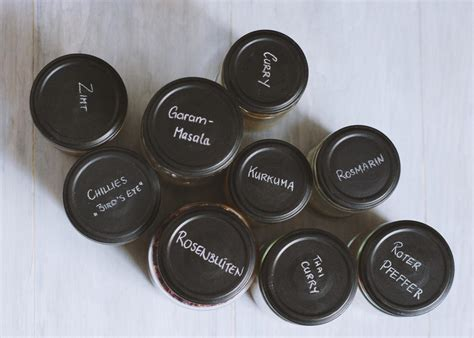 tafelfarbe auf glas upcycling ganz einfach gew 252 rzgl 228 ser diy artandalmonds