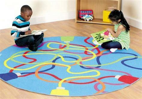 tapis rond chambre enfant le tapis enfant de la couleur et des motifs