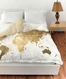 oliver gal white gold mapamundi duvet cover or blanc